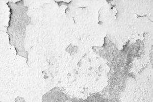 Umidità di risalita muro scrostato